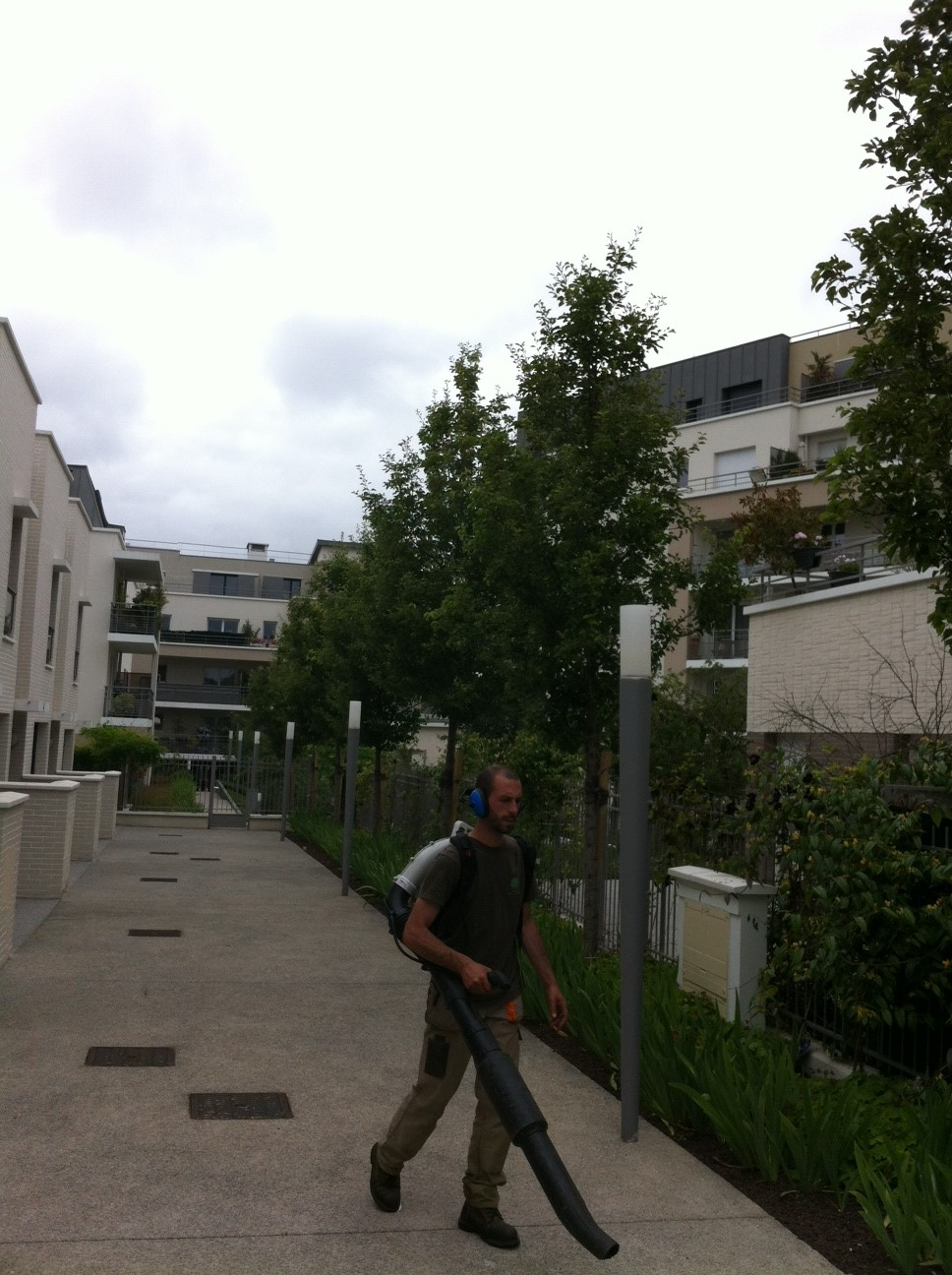 Contrat d 39 entretien syndic de copropri t 92 arboriflore for Contrat entretien espace vert